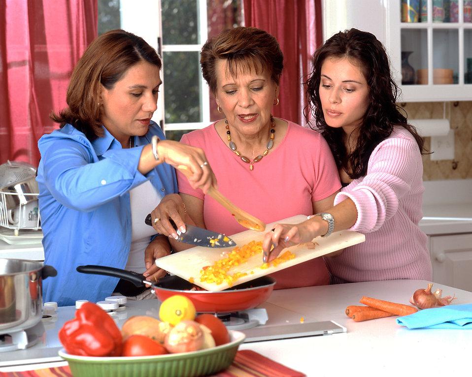 women-preparing-food-pv